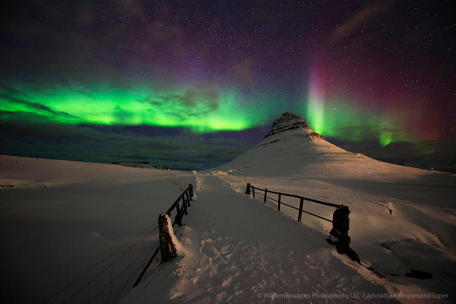 Aurora-borealis-over-Kirkjufellsfoss-bridge-winter-2016.jpg