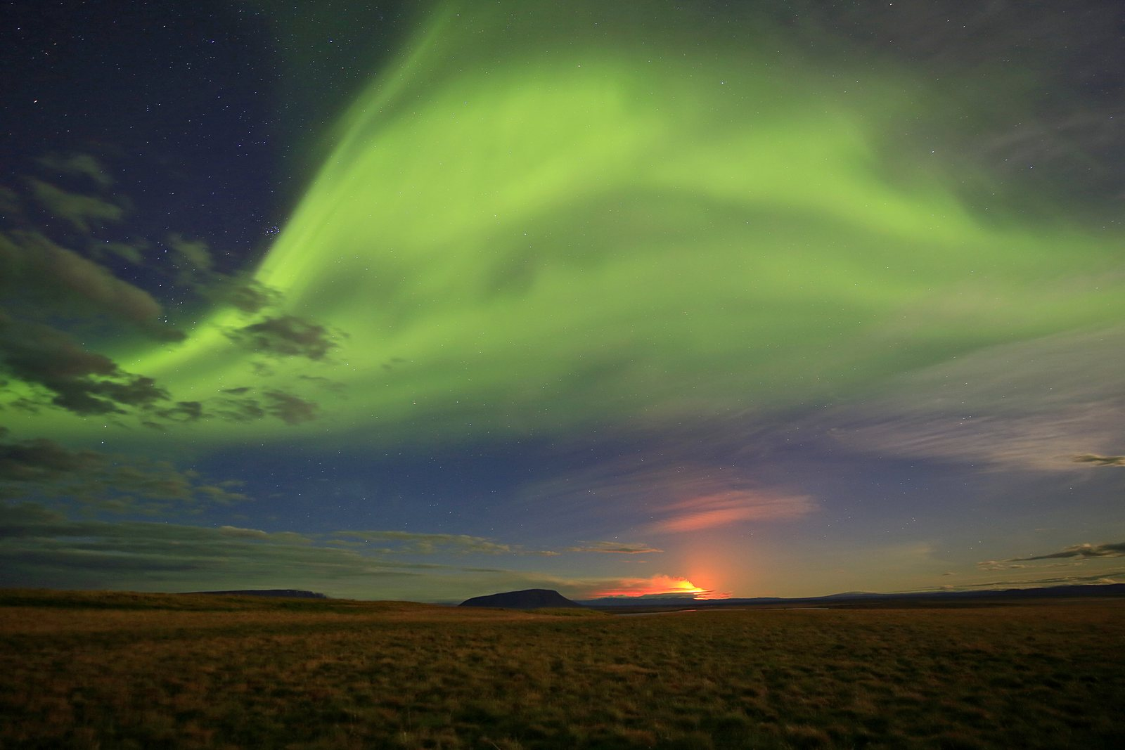 Bárðarbunga, Dyngjujökull, Iceland, aurora borealis, gas cloud, glow, glowing, green, night, northern lights, red glow, road, track, wide open, photo
