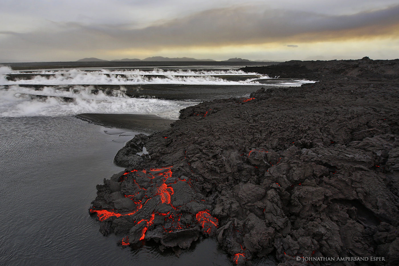 2014, Baugur, Bárðarbunga, Holuhraun, Iceland, Jokulsa a Fjollum, Jökulsá á Fjöllum, crater, erupting, eruption, flow, gas cloud, lava, river, sulfur dioxide, toxic gases, photo