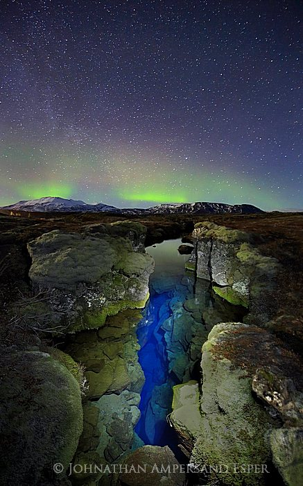Aurora Borealis,Iceland,Northern Lights,Silfra crack,Thingvellir,aurora,band,blue,crack,green,light,light painting,sky,stars,tectonic plate,winter,ީngvellir,ީngvellir National Park,,, photo